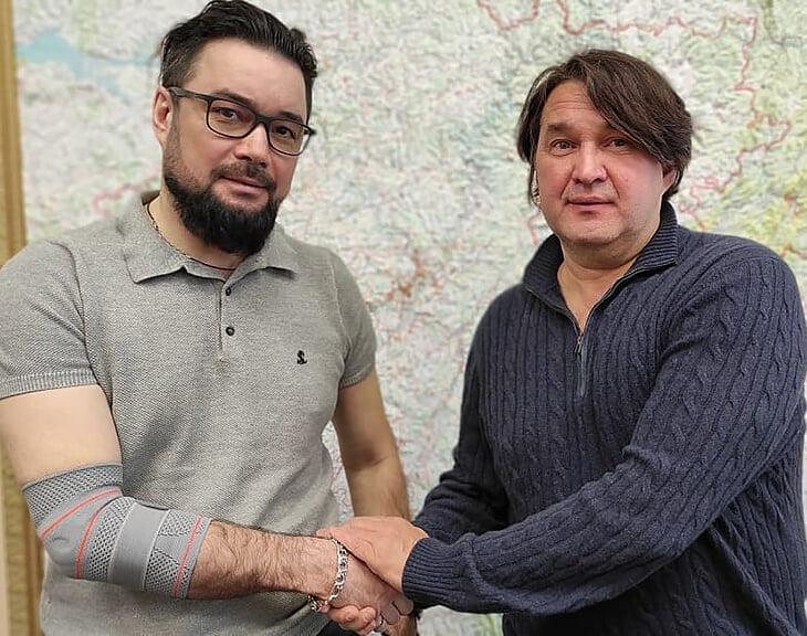 Уходит самый необычный футбольный руководитель России – он пел, отвечал Моргенштерну и снимался с обнаженной подругой