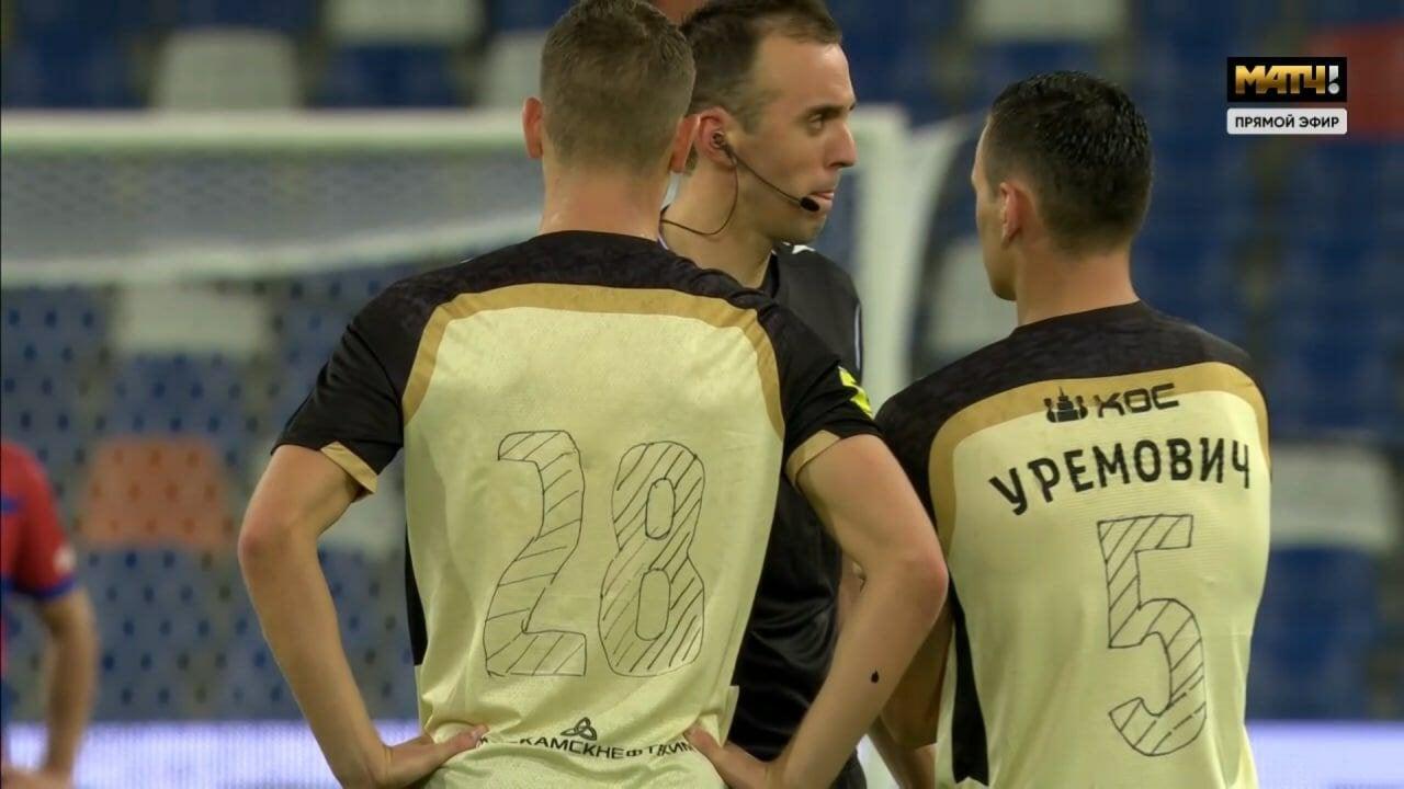 У «Рубина» в матче Лиги Конференций отклеились номера и фамилии. Нарисовали фломастером, но так играть не разрешили