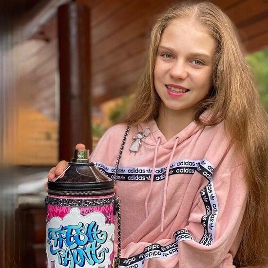 Косторная и Трусова шли к Плющенко еще и за спонсорами: теперь Саша рекламирует часы и курсы английского, а Алена – зубную пасту