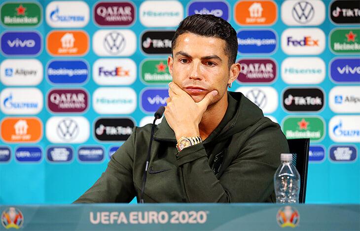 Поведение Роналду и Погба напрягло УЕФА – думает о штрафах за неуважение к спонсорам. А за Coca Cola уже вступились Кейн, Саутгейт и другие