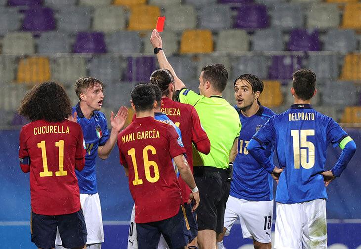 На Евро U-21 следите только за Россией? Тогда вот другие сюжеты: у Италии 4 красных за 2 матча, Англия – на грани, расизм у венгров