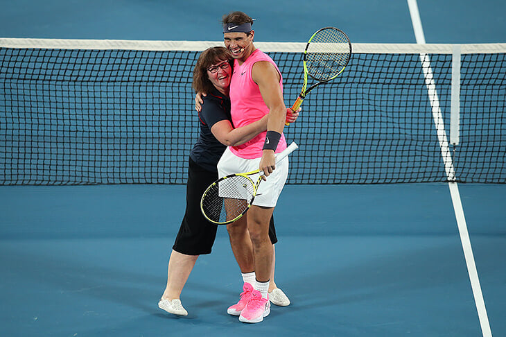Надаль сыграл в теннис с пожарной, которая тушила огонь в Австралии 😍
