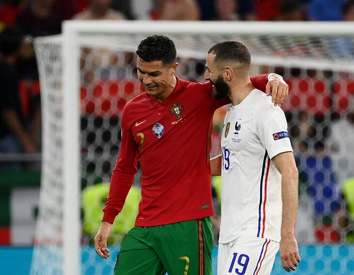 Фото дня: Роналду поздравил Бензема с голом Португалии. Карим не забивал за сборную больше 5 лет