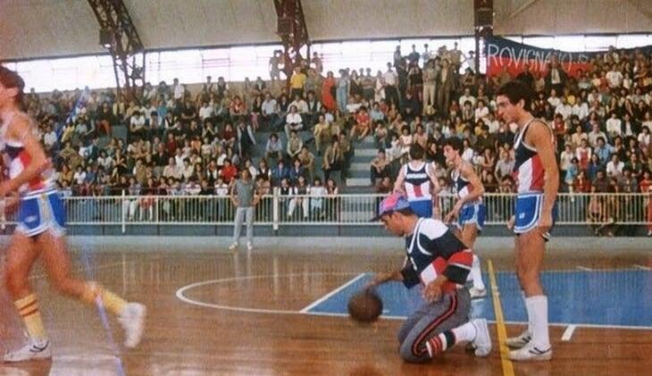 В «Укрощении строптивого» Адриано Челентано играет в баскетбол. Что это за вызов общественному вкусу?