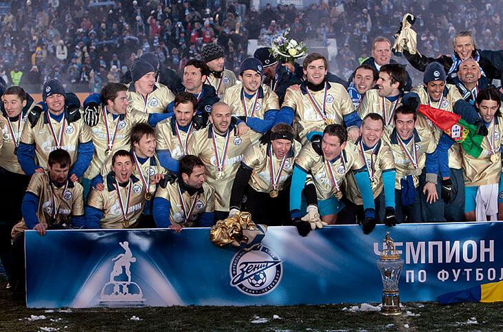 Семак – 8-кратный чемпион России. 5 раз как игрок, уже 3 – как тренер (по титулам он уже как Семин и Слуцкий за всю карьеру)