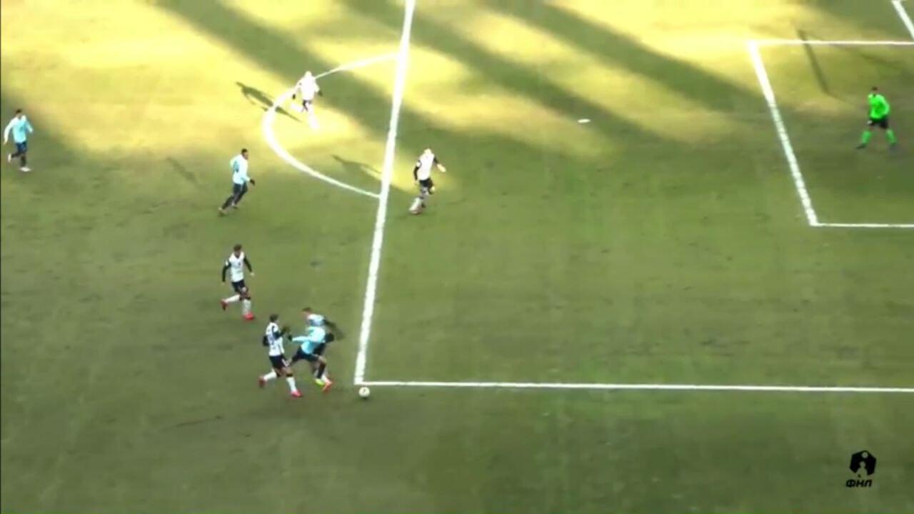 Кукуян за фол за пределами штрафной назначил пенальти в ворота Торпедо на 1-й минуте