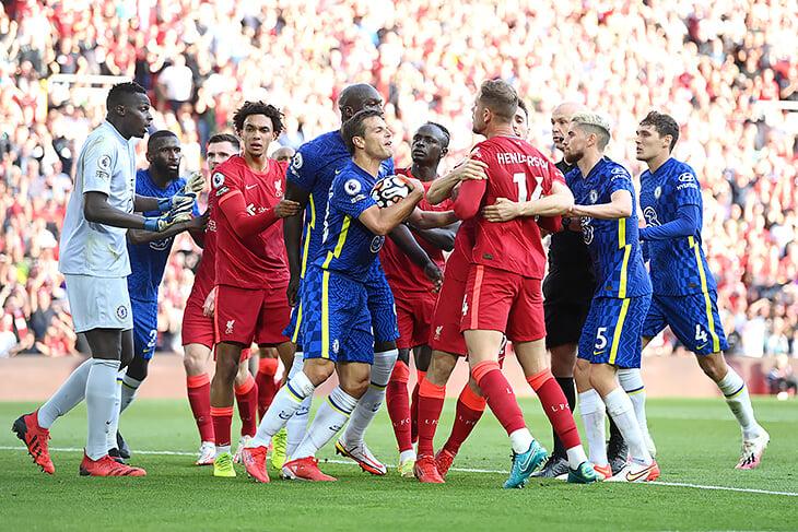 «Челси» отбился от «Ливерпуля», хотя час был в меньшинстве на полном «Энфилде». В АПЛ прошумел первый суперматч сезона