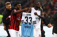 Игроки «Милана» праздновали победу над «Лацио» с футболкой соперника. Ему это не понравилось