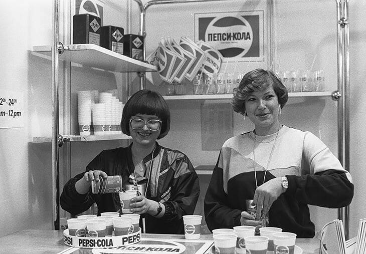 «Зачем нам этот скипидар с лимонадом?!» Кока-кола пришла в СССР с Олимпиадой-80, а вот «Макдак» сорвался – в бургерах видели растление