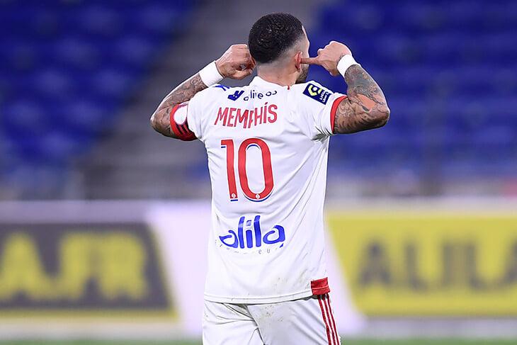 Депай вывел Нидерланды в плей-офф. Не забыли, почему он празднует голы, затыкая уши?