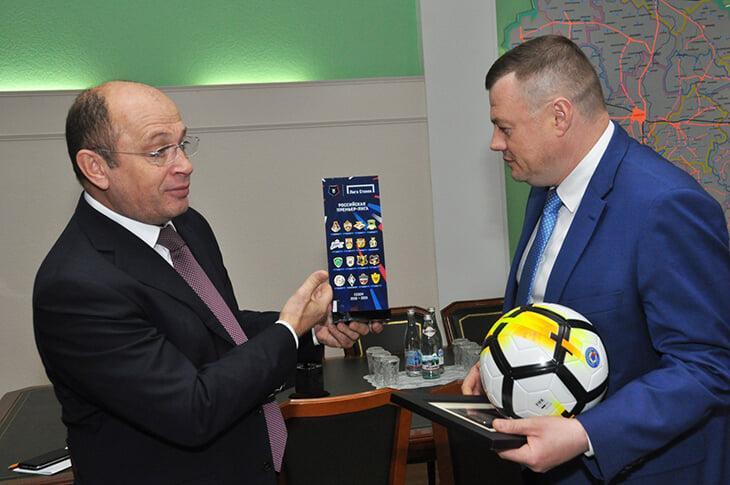Оказывается, в Тамбове с футболом все в порядке –так считает губернатор. Он отчитался об успехах и назвал «Тамбов» уверенным участником РПЛ