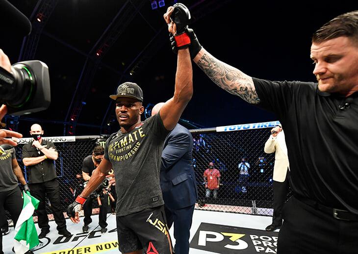Кое-что еще из вечера UFC: Холлоуэй дважды отправил соперника в нокдаун, но проиграл решением судей