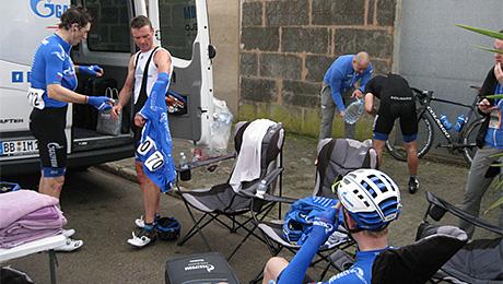 «Перед гонкой заряжаем парней гречкой или перловкой». Русская велокоманда готовится к «Джиро»