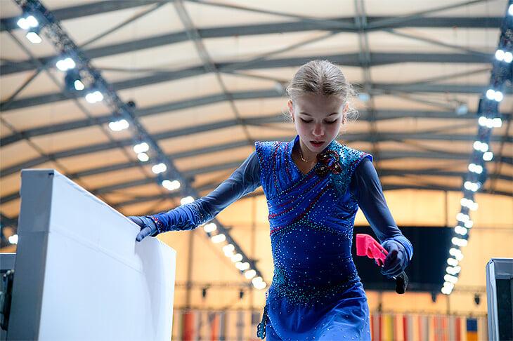 Саша Трусова до перехода к Плющенко: рекламировала рязанское молоко, рвалась в группу Этери, чтобы быть ближе к кумирам