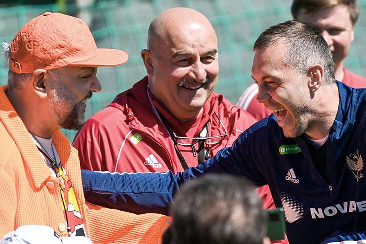 Киркоров называет Оздоева Марио, но вообще часто приближается к футболу. Дружит с Аршавиным и Быстровым и утверждает, что болеет за «Зенит»
