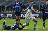 Скандал с ВАР в матче «Интера» и «Аталанты»: Лаутаро схватил соперника за ногу в штрафной, но пенальти не дали