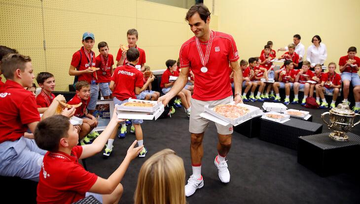 Федерер взял 10-й титул в Базеле (где работал болбоем) и 103-й всего. Рекорд Коннорса все ближе
