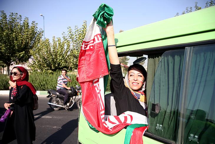 В Иране женщин пустили на стадион впервые за 40 лет. Жизнь стала ярче