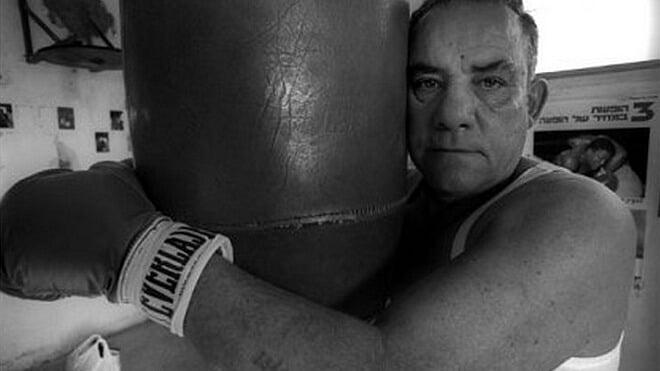 Еврейский боксер провел в Освенциме 208 боев и ни одного не проиграл. Он избивал даже немецких офицеров, а поединки спасли ему жизнь в лагере смерти