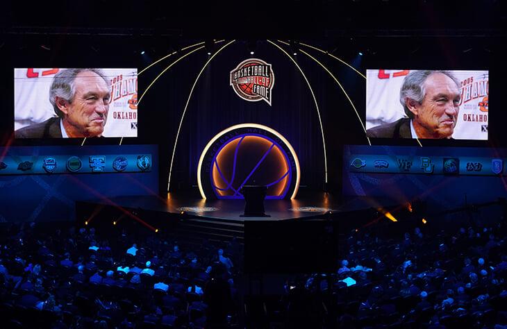 В Зал славы баскетбола ввели Брайанта, Данкана и Гарнетта. За Кобе говорила вдова (рядом плакал Джордан), Попович прогулял игру ради Тима