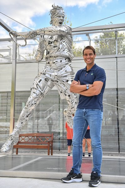 На «Ролан Гаррос» поставили 3-метровую статую Надаля. Ее автор делал ложки для лучшего ресторана мира и теннисистку без одежды