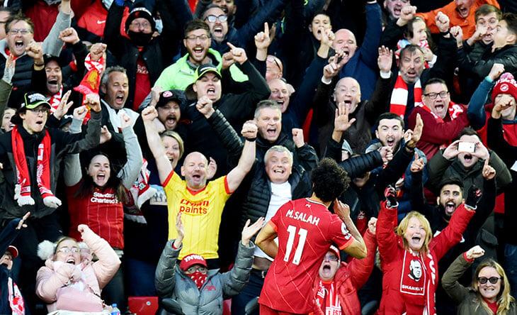 Соперничество Ливерпуля и Манчестера теперь еще яростнее. Фаны «Сити» перекрикивали YNWA, а Пеп нападал на судью Дина