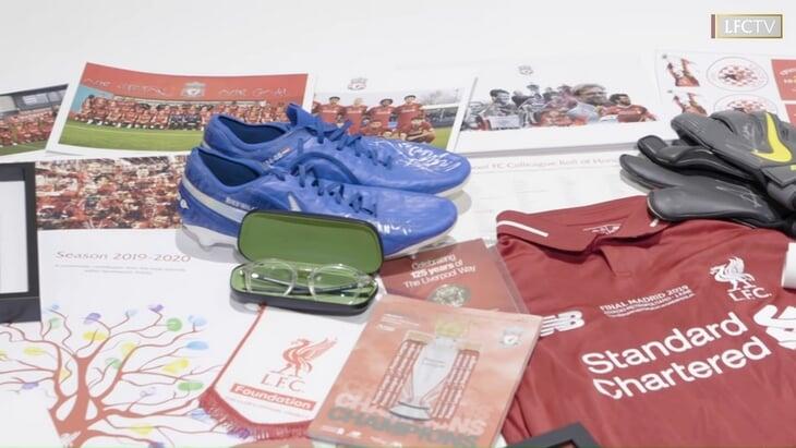 «Ливерпуль» заложил на новой базе капсулу времени. Внутри очки Клоппа, бутсы Ван Дейка, исторические артефакты и послания от легенд