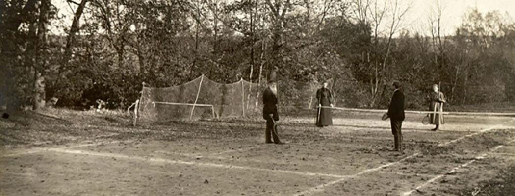 Лев Толстой считал теннис атрибутом рабства и барской забавой. А потом научился сам – и играл даже в 70+