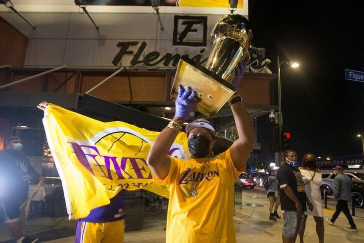 «Лейкерс» – чемпионы! Лос-Анджелес сходит с ума