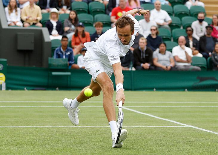 Медведев покидает «Уимблдон». Его матч растянулся на два дня – и второй Даниил провалил