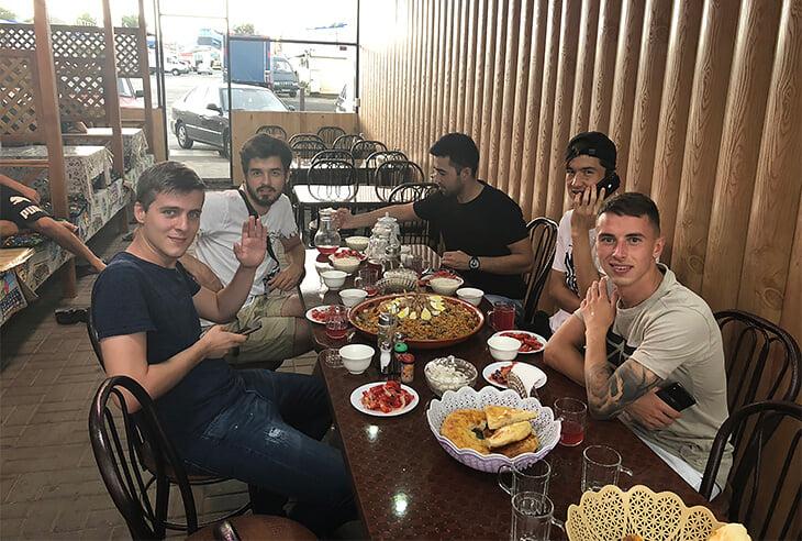 Шомуродов обожает плов: в Ростове ходил на рынок, в Узбекистане готовит дома, хочет наесться в Риме