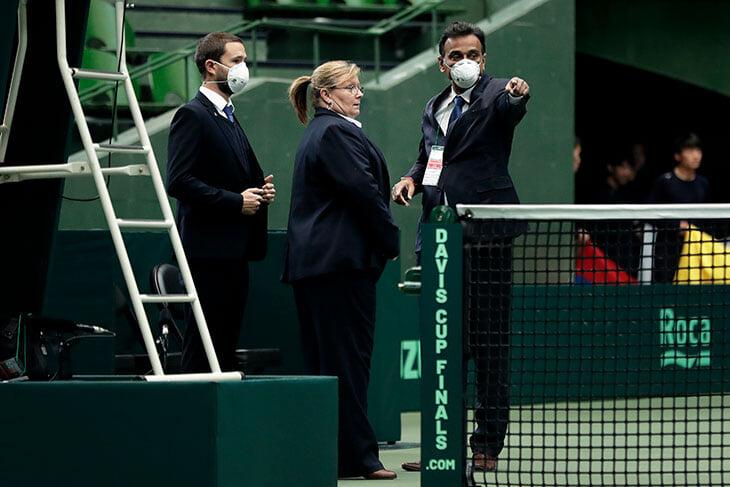 Федерер предложил слить мужской теннис с женским – и все согласны. Мужчинам это невыгодно, но коронавирус меняет взгляды