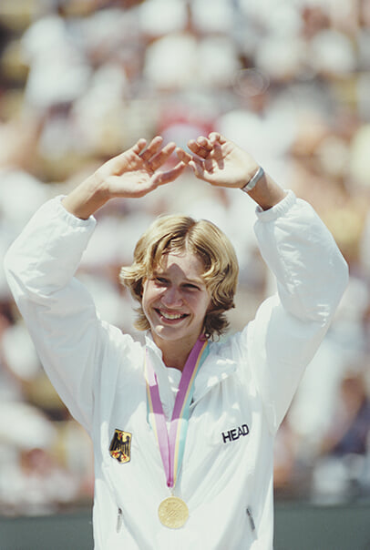 Штеффи Граф в 19 выиграла за год все «Шлемы» и Олимпиаду. А фанаты ради нее резали руки и соперниц