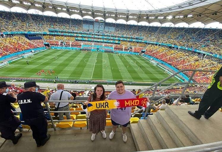 Евротур пары из Питера: пели Софию Ротару на матче Украины в Бухаресте, застали вылет России в Севилье, сдавали ПЦР-тесты в 5 странах (это больно)
