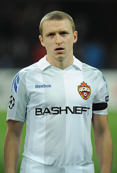 Мамаев дал интервью по торсу, хотя меняться футболками запрещено. А уехал после «Спартака» вместе с Кокориным!