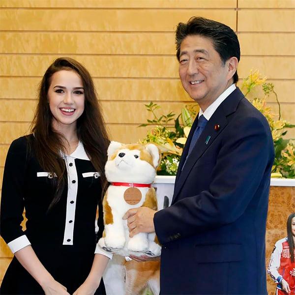 Загитова + Япония = ❤️. Уже не только шоу, наряды и спонсоры, но и подарки премьеру (в его резиденции!)