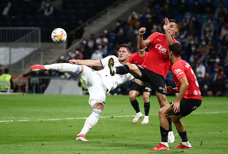 «Реал» и Бензема улетают в космос: разгромили «Мальорку» 6:1, Асенсио сделал хет-трик, а у Карима уже 8+7 за 6 туров (рекорд века!)