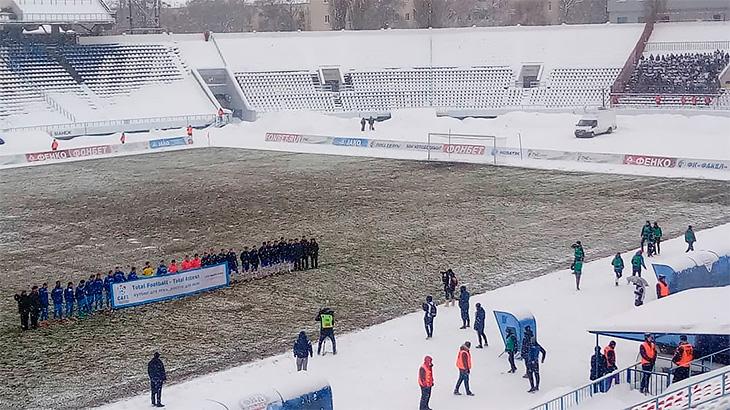 «Снега было по колено, люди падали прямо на лестнице». Худший матч русской весны