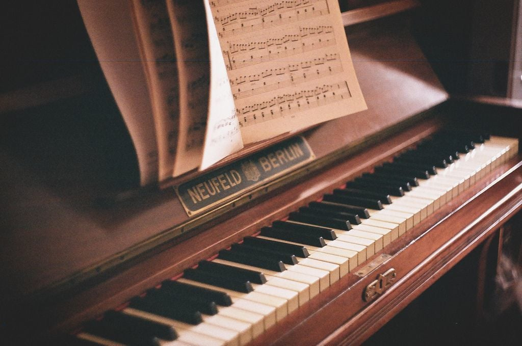 Картинки с фортепиано, год