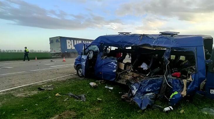 5 несовершеннолетних баскетболисток погибли в ДТП с грузовиком. За микроавтобус заплатили 25 тысяч, школе не хватало денег на соревнования