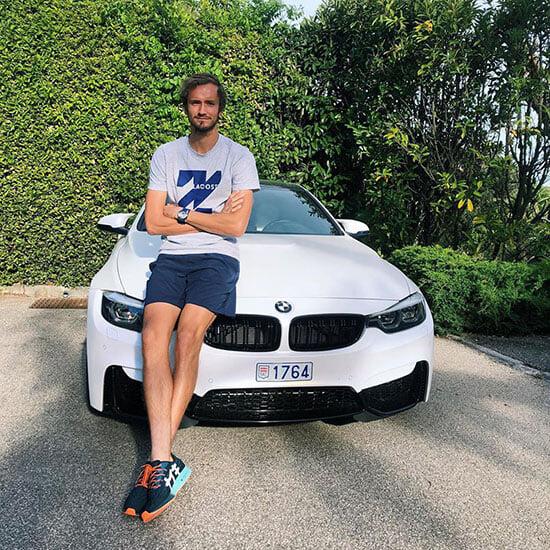 У Медведева забрали права за превышение скорости в Монако. Он попался на спонсорском BMW