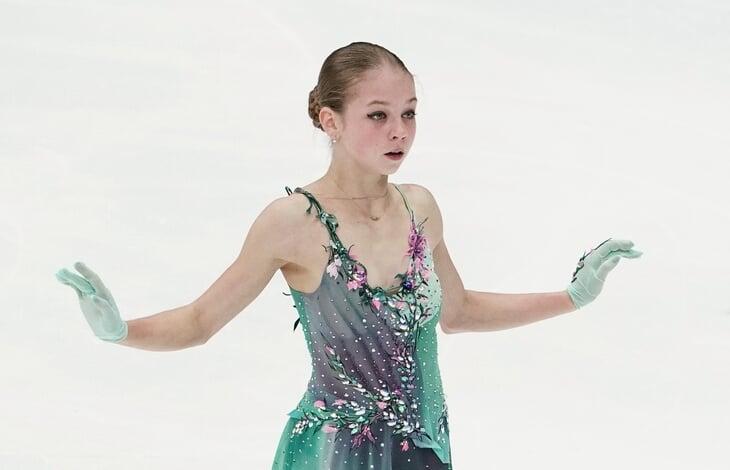 Трусова и Плющенко перебирают наряды