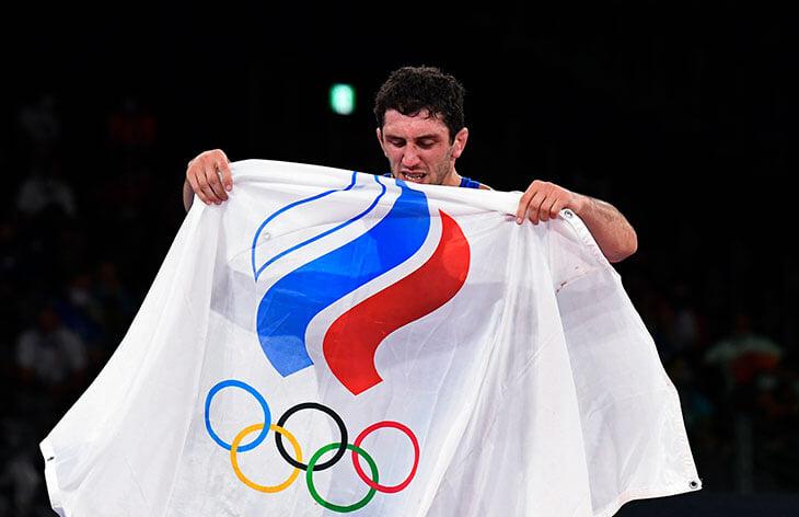 Гандболистки вышли в финал, Сидаков взял золото в борьбе, а еще у России серебро + бронза в боксе и бронза на велотреке. Следим за главными событиями в Токио