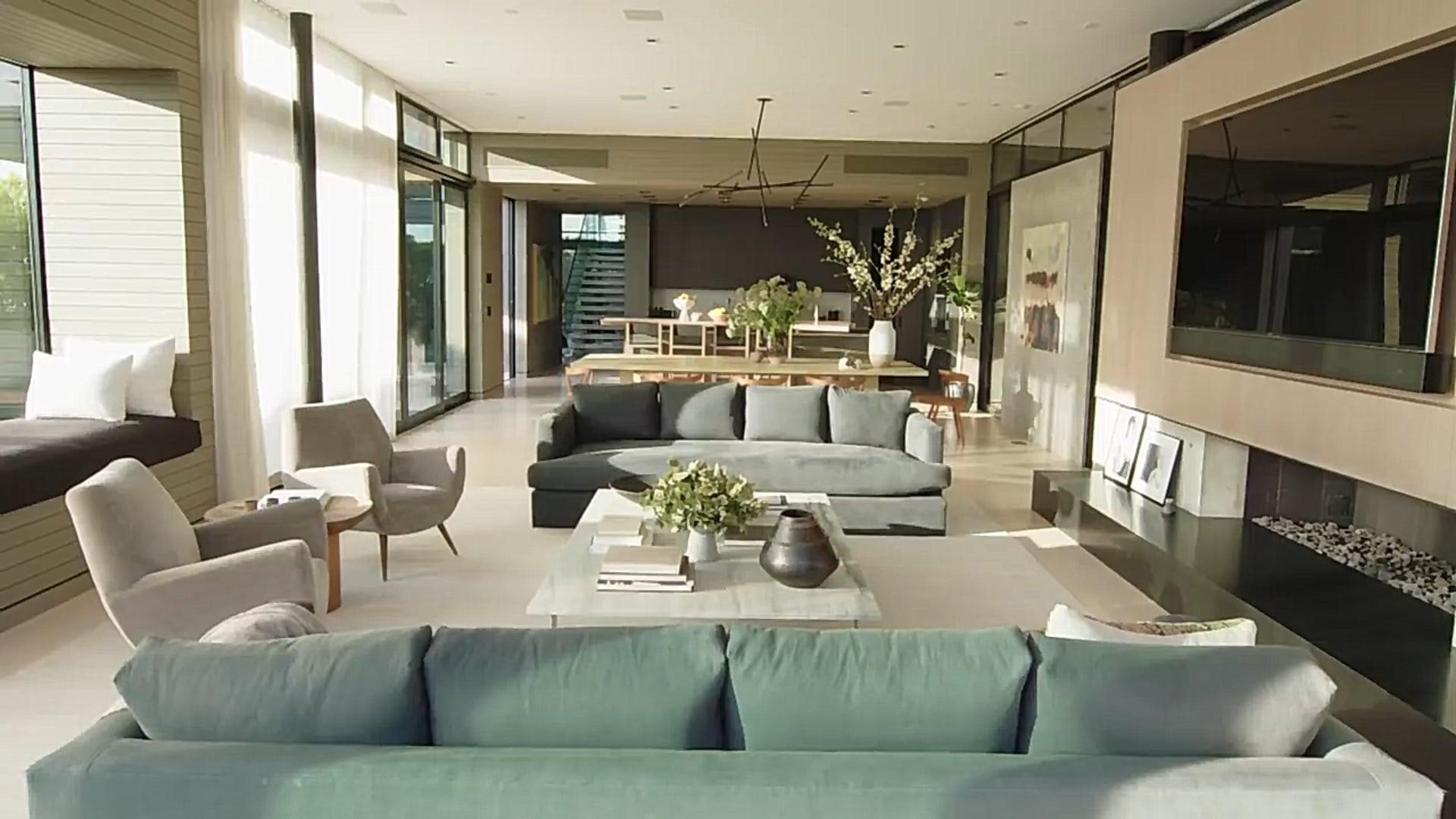 Шарапова показала свой дом: японский минимализм, 2 дорожки для боулинга и много абстрактной живописи