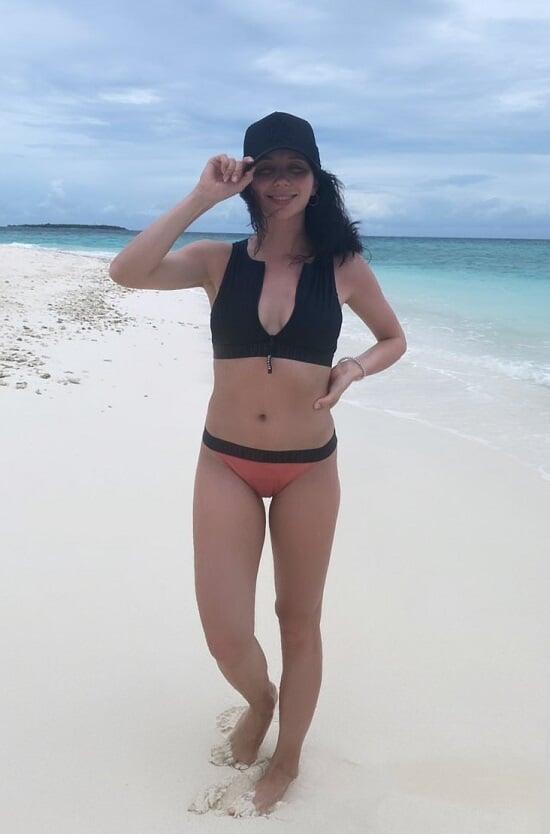 Лиза Туктамышева показала, как надо отдыхать на море: коктейли, мокрые майки и снорклинг с подругами
