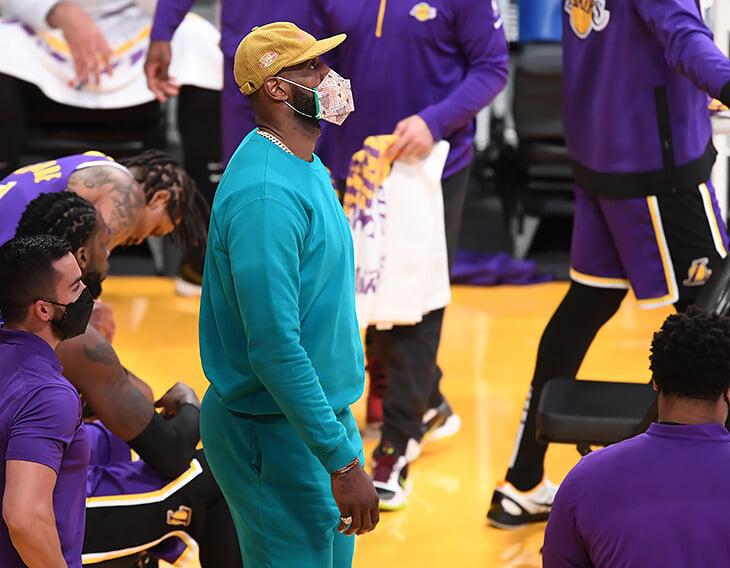 Леброн устроил вечеринку с текилой за два дня до матча и нарушил протокол по COVID-19, но НБА боится отправить его на карантин