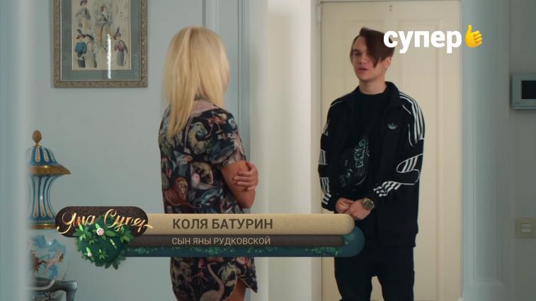 Плющенко (с Рудковской и Гном Гномычем) снимается в реалити-шоу от Собчак: копает картошку, парится в бане, спорит с Ургантом
