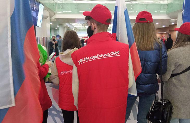 Щербакову, Туктамышеву и Трусову в три ночи встречали в аэропорту: букет из 201 розы, болельщик из Нижнего Новгорода, ну и куда без ОНФ