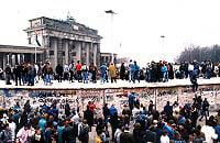 Сборная Германии по футболу, Франц Беккенбауэр, сборная Уэльса по футболу, Пьер Литтбарски, Руди Феллер, Гвидо Бухвальд, Томас Хесслер, Томас Бертольд, сборная ГДР