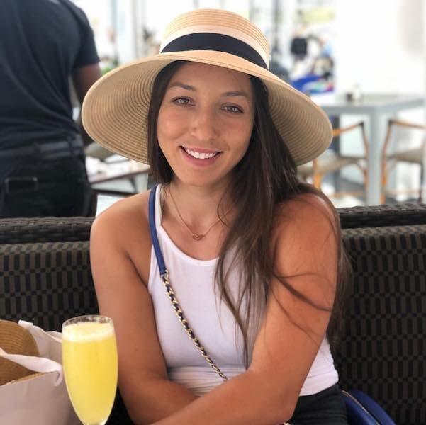 Дочь миллиардера выбила Азаренко с Australian Open. У ее отца команды НХЛ и НФЛ, но она летает в экономе